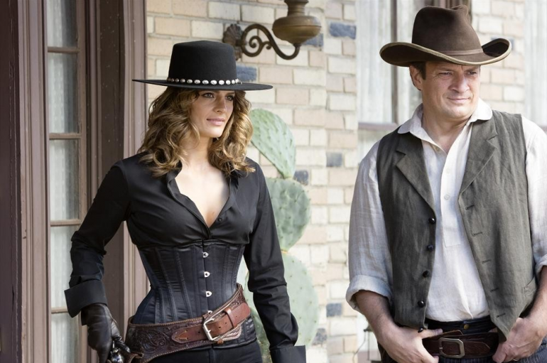 Beckett (Stana Katic, left) and Castle (Nathan Fillion, right)