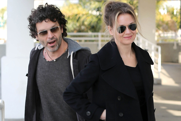 New Couple Renee Zellweger & Doyle Bramhall II Catch A Flight