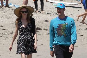 *EXCLUSIVE* Chris Martin and Annabelle Wallis go for a romantic stroll on the beach